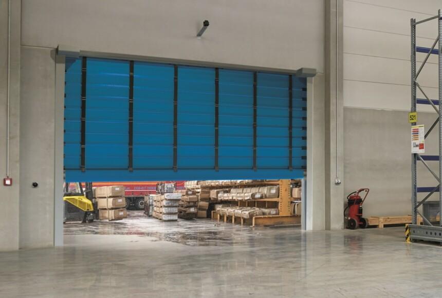 Ассортимент промышленных решений Hörmann расширяется новой линейкой скоростных рулонных ворот.
